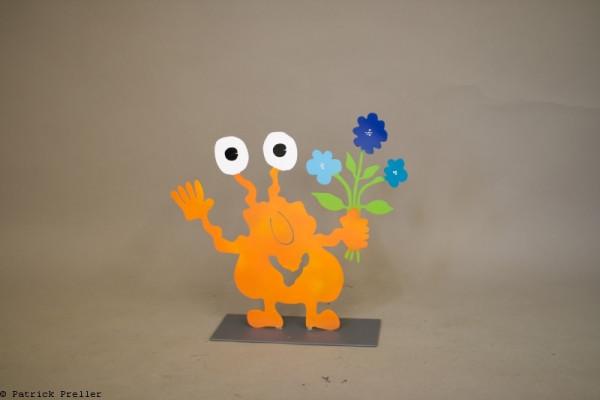 Monster Togo mit Blumenstrauß