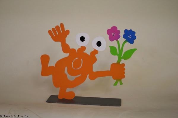 Monster TOGO mit Blume auf einem Bein
