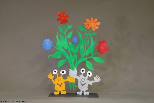 Blumenstrauss mit zwei Monstern